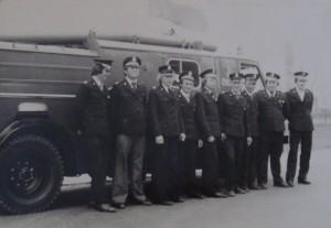Strażacy na tle Stara 25 w 1977 roku