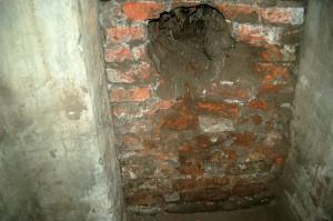 zamurowane przejscie z bunkra do bunkra