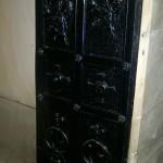 ozdobne drzwi do podziemi