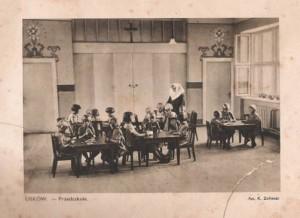 Przedszkole prowadzone już później przez Siostry Służebniczki.