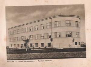 Nowo pobudowany Zakład Wychowawczy, wówczas pawilon dla dziewcząt. W czasie wojny szkoła Hitlerjugend