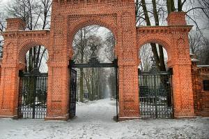 Brama główna na cmentarz.
