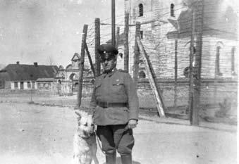 Fragment obozu. W tle kościół w Burzeninie. fot. ze zbiorów Stowarzyszenia Przyjaciół Burzenina