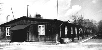 Typowy barak z poligonu, po wojnie internat LO im K. Jagiellończyka