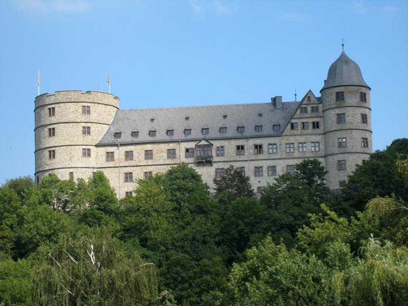 Wewelsburg - zamek średniowieczny położony niedaleko Paderborn w Nadrenii Północnej-Westfalii. W okresie Trzeciej Rzeszy znany jako ośrodek nazistowskiego mistycyzmu.